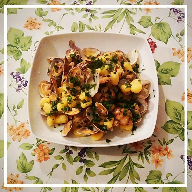 Gnocchetti di patata alle vongole veraci: un primo a base di pesce molto gustoso.