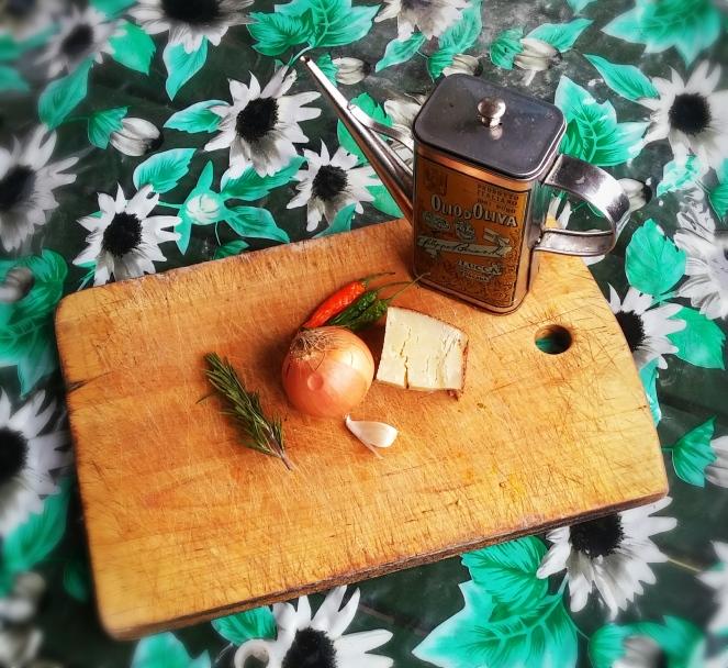 olio-pecorino-pepeoncini-cipolla-aromi-aglio.jpg