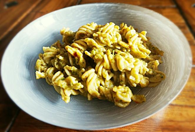 Pasta di farina di fave con broccoli e 'nduja: un primo piatto naturalmente senza glutine