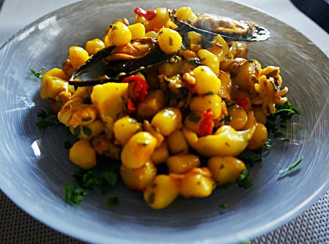 Gnocchetti glutenfree con zafferano e sugo di pesce
