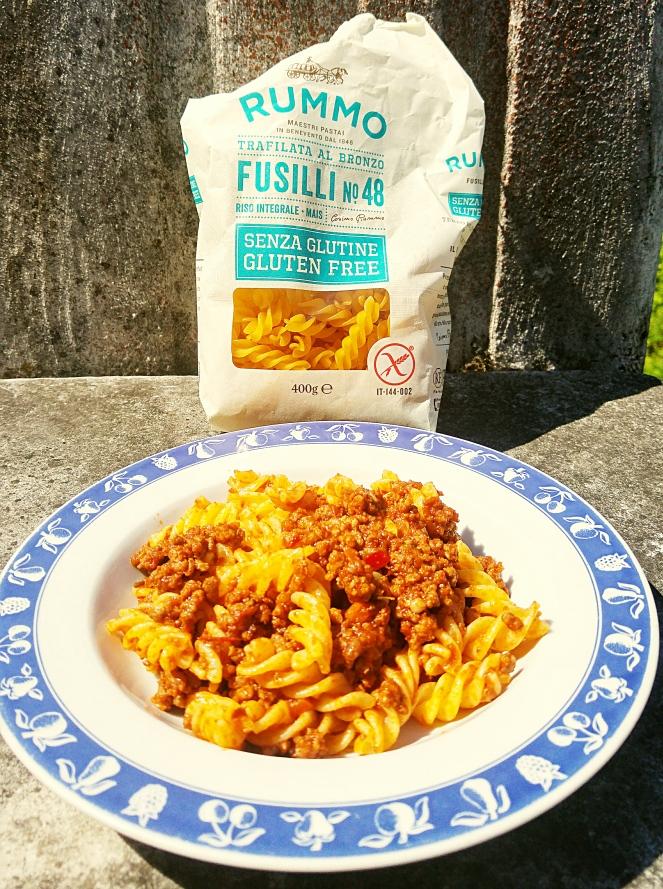 Fusilli Rummo di mais e riso integrale: pasta glutenfree con sugo di ragù di carne alla bolognese
