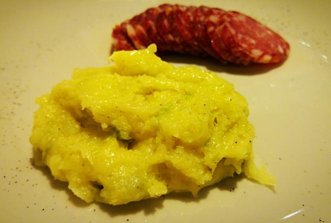 Taroz: un gustoso piatto unico e senza glutine di origine valtellinese. Molto buoni serviti con alcune fette di salame nostrano.